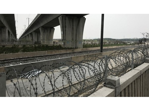 沪通铁路花桥沿线智能化工程已完成管路敷设工作